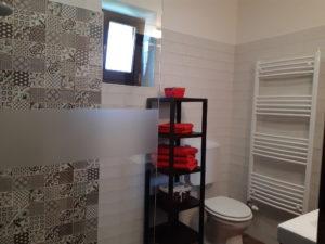 DorkaBorka apartman kis fürdője