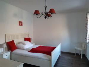piros kis háló - DorkaBorka apartman